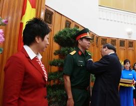 """Hoàng Xuân Vinh từ chối """"Anh hùng lao động"""" và cậu học trò """"cướp tài sản"""" kêu oan"""