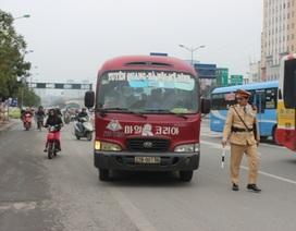 """Hà Nội: Xe khách đi kiểu """"rùa bò"""" để bắt khách sẽ bị xử lý nghiêm"""