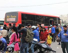 Dòng người tấp nập trở lại Hà Nội sau kỳ nghỉ Tết