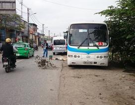 Hà Nội: Ô tô tông chết thợ sửa xe ven đường