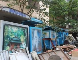 Cận cảnh hoang tàn kho bốt thông tin du lịch của Hà Nội