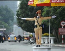 """Tâm sự của những """"bông hồng vàng"""" tại các nút giao thông"""