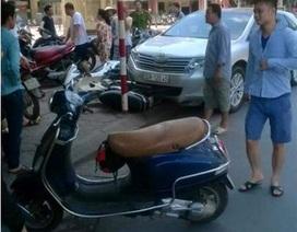 """Hà Nội: Ô tô đâm loạn xạ trên phố, tài xế vẫn """"ngủ ngon"""""""