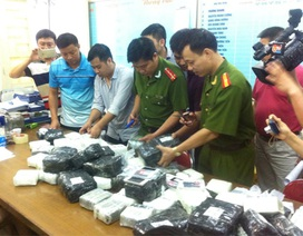"""Hơn 900 điện thoại di động đang """"tuồn"""" về Hà Nội bị bắt giữ"""