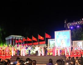 """Khán giả xúc động xem chương trình """"Hoài bão Hồ Chí Minh"""""""