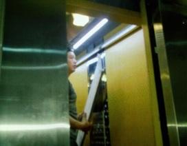 Hà Nội: Bị trần thang máy rơi trúng đầu, 1 phụ nữ nhập viện