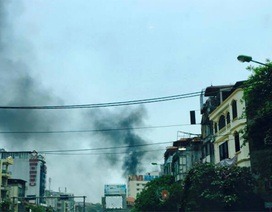 Hà Nội: Cửa hàng dụng cụ thể thao bốc cháy giữa trưa