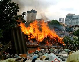 Hà Nội: Hàng chục ngôi nhà trọ bị thiêu rụi giữa trưa