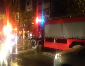 Hà Nội: Cả khu phố náo loạn vì cửa hàng thuốc đông y bốc cháy