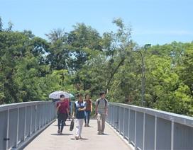 Thí sinh thi THPT Quốc gia trong nắng nóng 39 độ C