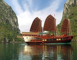 Lênh đênh nghề lái tàu trên vịnh Hạ Long