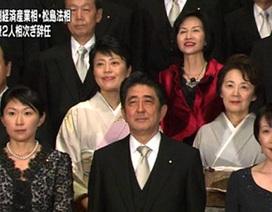 Thủ tướng Nhật bị chỉ trích nặng nề sau vụ hai nữ Bộ trưởng từ chức