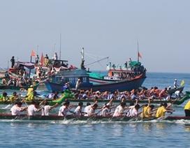 Ninh Thuận: Sôi nổi đua thuyền rồng, lắc thúng chai