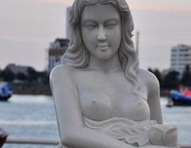 """Thiếu nữ """"nude"""" hóa đá bên sông Hàn"""