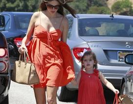 Alessandra Ambrosio thon thả tới ngỡ ngàng chỉ sau 1 tháng sinh con