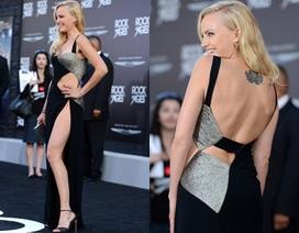 Ngỡ ngàng với váy xẻ táo bạo của kiều nữ Hollywood