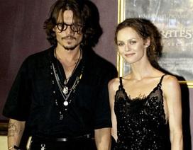"""""""Cướp biển"""" Johnny Depp chia tay bạn gái 14 năm"""