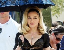Madonna lại tự tin khoe thân