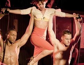 Cheryl Cole cực quyến rũ trong MV mới