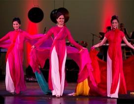 Áo dài Việt duyên dáng trên đất Mỹ