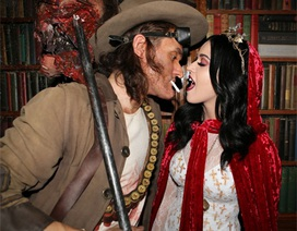 Katy Perry vui Halloween sớm bên bồ mới