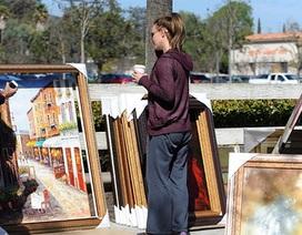 Britney ra phố mua tranh