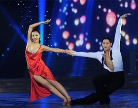 Maya đẹp gợi cảm với đầm đỏ trên sân khấu Bước nhảy hoàn vũ