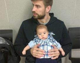 Shakira đưa con trai cưng đi làm hộ chiếu