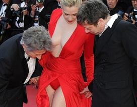 Ngôi sao 47 tuổi diện váy hở nội y trên thảm đỏ LHP Cannes