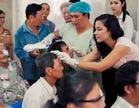 Việt Trinh và dàn người đẹp đi thăm bệnh nhân nghèo