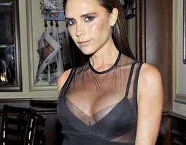 Victoria Beckham gây ấn tượng với váy ren xuyên thấu khoe vòng một