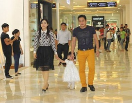 Minh Tiệp sắm giày cho gia đình