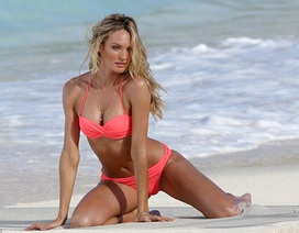 Candice Swanepoel cong người tạo dáng