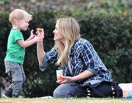 Hilary Duff vui cuối tuần bên con trai cưng