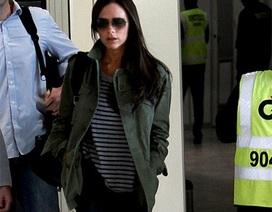 Victoria Beckham giản dị tại sân bay