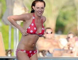 Hoa hậu ba con tự tin mặc bikini