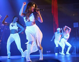 Selena Gomez gợi cảm trên sân khấu