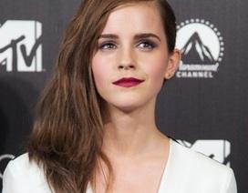 """Emma Watson """"quyến rũ"""" trong bộ jumpsuit hai màu"""