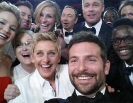"""MC đồng tính chụp ảnh """"tự sướng"""" ngay trong buổi lễ Oscar"""
