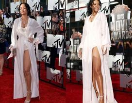 Trang phục mát mẻ quá đà của Rihanna tại MTV Movie Awards