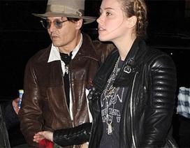 """""""Cướp biển"""" Johnny Depp đưa bạn gái trẻ đẹp đi sắm quà sinh nhật"""