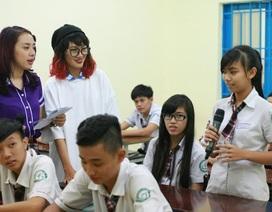 Người mẫu Thanh Hoa bị bịt mắt gây náo loạn khi về trường