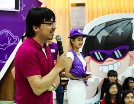 Giáo sư Cù Trọng Xoay cùng sinh viên chia sẻ ý tưởng kết nối cộng đồng