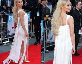 Diễn viên người Anh hút hồn với váy trắng điệu đà