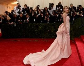 Taylor Swift lộng lẫy như bà hoàng