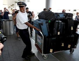 Kim Kardashian mang 12 va li ra sân bay