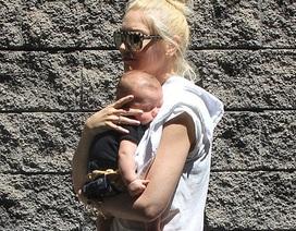 Gwen Stefani bế con trai 3 tháng tuổi ra phố