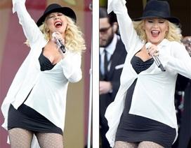 Christina Aguilera lộ bụng bầu duyên dáng