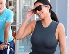 """Kim Kardashian mặc áo không """"nội y"""" ra phố"""