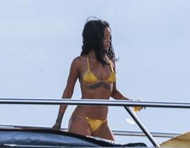 Rihanna gợi cảm trong bộ áo tắm nhỏ xíu
